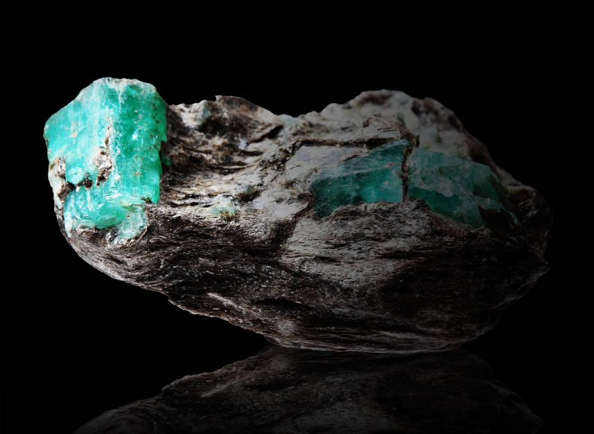 Emerald stone in its natural form